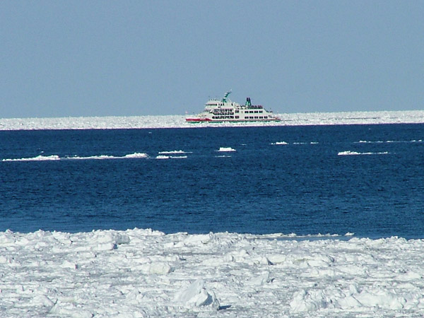 北海道風景写真画像 網走市の流氷観光船オーロラ号1